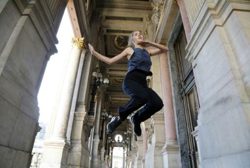 """Une danseuse de l'Opéra de Paris dans une galerie du Palais Garnier lors de """"20 danseurs pour le XXe siècle"""", le 19 septembre 2015 à Paris © FRANCOIS GUILLOT AFP"""