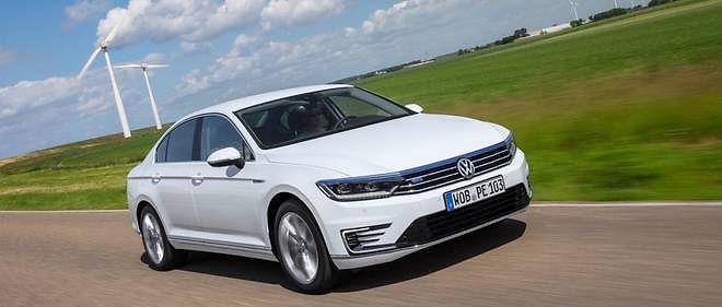 Volkswagen a volontiers forcé le trait écologique comme avec cette Passat GTE devant des éoliennes. Les consommateurs américains se sentent d'autant plus trahis.