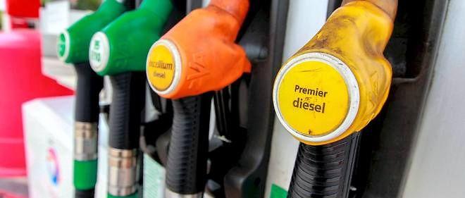 """Suite au scandale des tests anti-pollution truqués de  Volkswagen, Emmanuelle Cosse, secrétaire nationale d'EELV, a réclamé mercredi soir au gouvernement  """"une interdiction du diesel dans l'ensemble du pays d'ici 2025""""."""