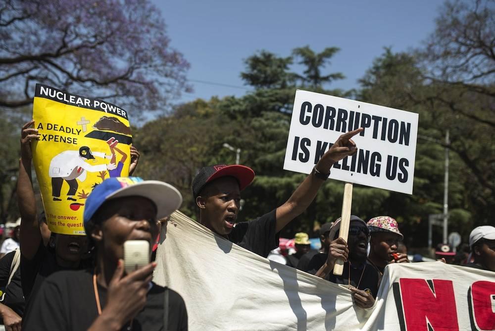 Une vue des manifestants de la marche anti-corruption de Pretoria du 30 septembre 2015. ©  AFP/Ihsaan Haffejee/Anadolu Agency