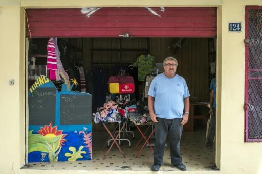 """George Hajar, alias """"Jojo"""", devant son magasin, le 29 septembre 2015, à Fort-de-France © Nicolas DERNE AFP"""
