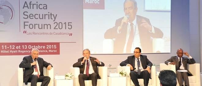 Jean-Louis Bruguière (2e à partir de la gauche), ancien juge antiterroriste et actuellement représentant de l'Union européenne auprès des États-Unis pour la lutte contre le financement du terrorisme, pendant son intervention au 1er Forum africain de sécurité.