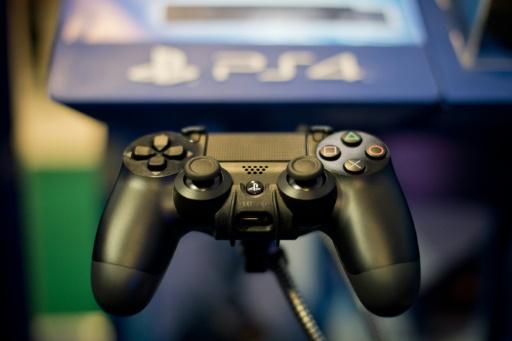 Une manette de Playstation 4, le 1er novembre 2013, à Londres © Leon Neal AFP/Archives