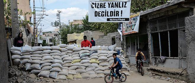À Cizre, le parti pro-kurde HDP a obtenu près 92 % des voix en juin. Les habitants soupçonnent l'AKP d'avoir multiplié les obstacles pour rendre le vote plus difficile.