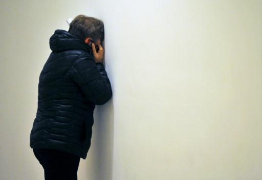 Douleur d'un proche d'une des victimes du crash de l'avion russe, lors de l'annonce de l'accident à l'aéroport de Saint Saint-Pétersbourg, le 31 octobre 2015 © OLGA MALTSEVA AFP