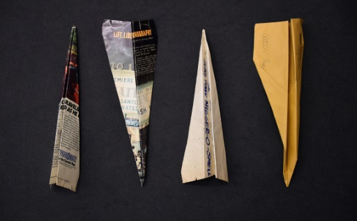 Des avions de papier de 1967 faisant partie de la collection Harry Smith à l'institut de recherche Getty à Los Angeles, le 27 octobre 2015 © FREDERIC J. BROWN AFP