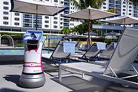 ALO, le majordome robotisé,en représentation.Ici à l'hôtel Aloft MiamiSouth Beach, cet été.