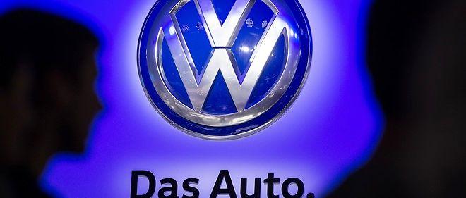 """Volkswagen a indiqué mardi qu'au cours d'une enquête interne, des """"incohérences inexpliquées"""" sur les émissions de CO2 avaient été découvertes sur environ 800 000 véhicules."""