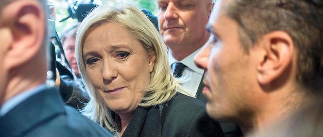 """Marine Le Pen a dit mercredi """"désapprouver l'initiative personnelle"""" de son eurodéputé Aymeric Chauprade dans l'affaire Air Cocaïne."""