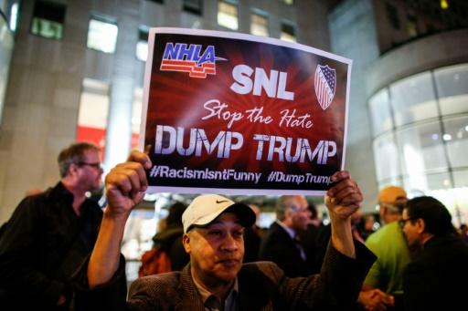 Manifestation contre la participation de Donald Trump à SNL, le 4 novembre 2015, à New York © KENA BETANCUR AFP/Archives