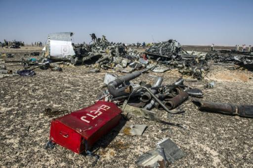 Des débris de l'avion A321 sur le site du Wadi al-Zolomat dans la péninsule du Sinaï le 1er novembre 2015 © KHALED DESOUKI AFP