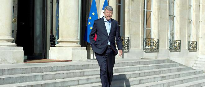 Philippe de Villiers descendant les marches de l'Élysée en 2014. Pourrait-il les remonter en 2017 en cas de candidature à la présidentielle ? Image d'illustration.
