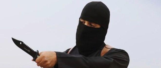 """Mohammed Emwazi alias """"Jihadi John"""", bourreau du groupe djihadiste État islamique (EI), était un jeune Londonien d'origine koweïtienne sans problème, fan de football et de jeux vidéo, jusqu'à sa radicalisation qui l'a transformé en tueur qualifié de """"froid, sadique et impitoyable""""."""