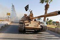 Parade militaire à Raqqa, fief de l'État islamique en Syrie. ©© Stringer / Reuters