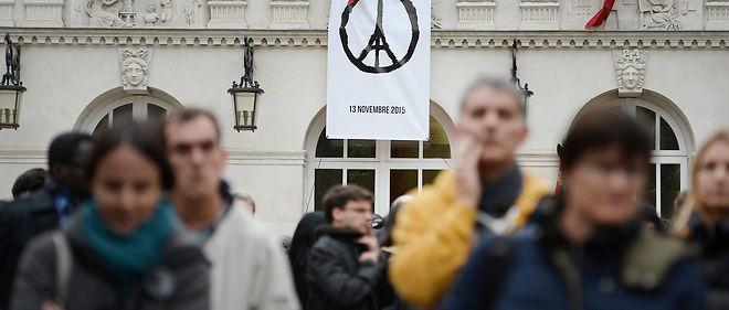 Le slogan « Peace for Paris », créé parJean Jullien, un jeune graphiste français de 32 ans.
