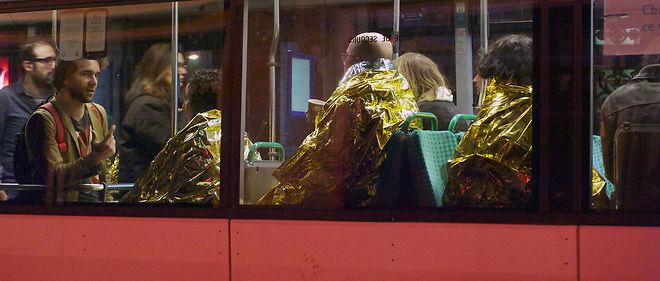 Des bus ont été utilisés pour transporter les victimes loin du Bataclan.
