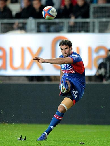 L'ouvreur de Grenoble botte une pénalité contre Toulon, le 1er novembre 2015 au Stade des Alpes © JEAN-PIERRE CLATOT AFP/Archives