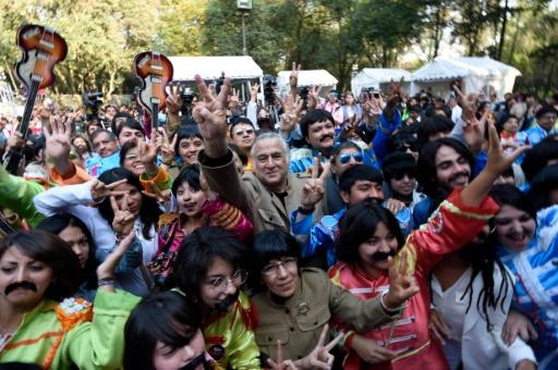 Des gens déguisés en Beatles à Mexico le 28 novembre 2015 © ALFREDO ESTRELLA AFP