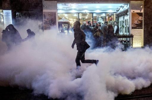Un manifestant dans les rues d'Istanbul, le 28 novembre 2015 © OZAN KOSE AFP
