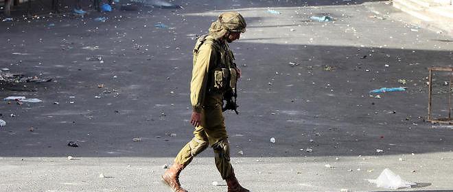 Un soldat israélien, le 22 octobre 2015, après une agression au couteau.