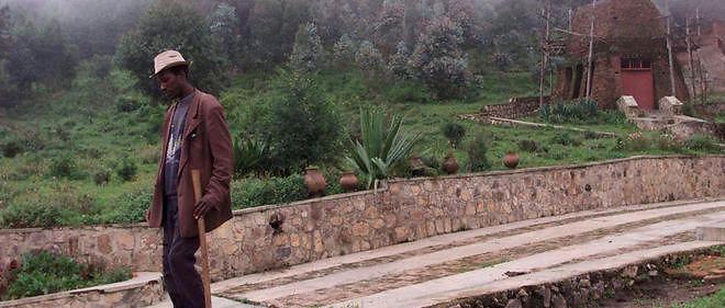 Un agriculteur à Bisesero, dans l'ouest du Rwanda, où des Tutsi ont été massacrés par centaines.