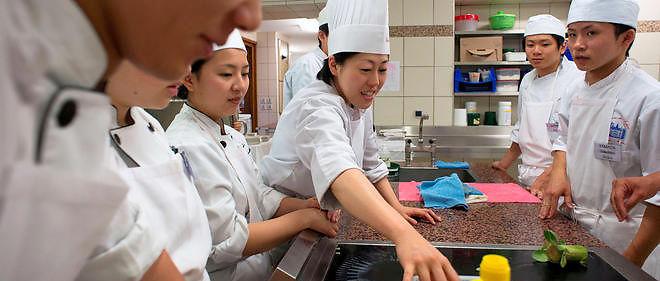 L'école technique hôtelière fondée par Shizuo Tsuji, établie dans la 2e ville du Japon,  Osaka, est connue pour être le berceau de la cuisine japonaise.