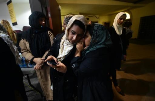 Des musulmanes à la mosquée de Chino lors d'une veillée en mémoire des victimes de la fusillade de San Bernardino, le 3 décembre 2015 en Californie © FREDERIC J. BROWN AFP