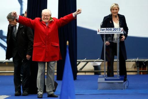 Jean-Marie Le Pen et Marine Le Pen le 1er mai 2015 à Paris © KENZO TRIBOUILLARD AFP/Archives