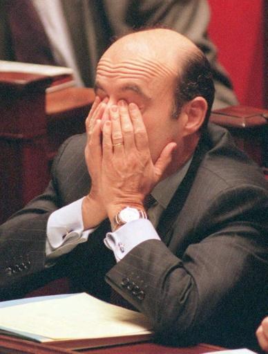 L'ancien premier ministre Alain Juppé à l'Assemblée nationale avant un discours sur son plan pour la sécurité sociale, le 5 décembre 1995 à Paris © PATRICK KOVARIK AFP/Archives