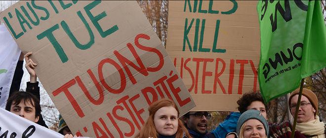 Des centaines de personnes ont défilé contre l'austérité.