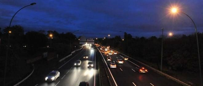 Éclairages défaillants ou vols de câbles en cuivre, la France a renoncé à déboucher les points noirs et l'heure d'hiver n'arrange rien.