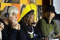 Les militants écologistes Paul Watson et le chef Raoni à la COP21, jeudi 10 décembre. ©Frédéric Lewino