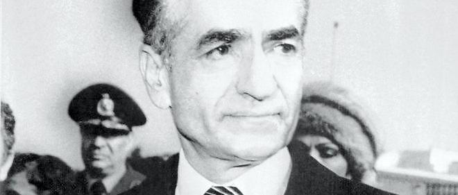 Photo datée du 16 janvier 1979 du shah d'Iran, Mohammad Reza Pahlavi, ému, alors qu'il s'apprête à quitter définitivement l'Iran.