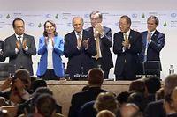 Manifestation de joie après l'accord de la COP21. ©Lewino