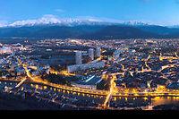 Grenoble-Alpes-Métropole (49 communes, 440 000 habitants) a été la  première agglomération de France à se doter d'un plan Climat, dès 2005.