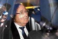 Sepp Blatter à sa sortie du bureau des juges de la Fifa, le 17 décembre. ©FABRICE COFFRINI/AFP