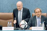 Sepp Blatter et Michel Platini, les deux dirigeants du foot mondial et européen, sont mis hors course pour 8 ans. ©MARCUS BRANDT