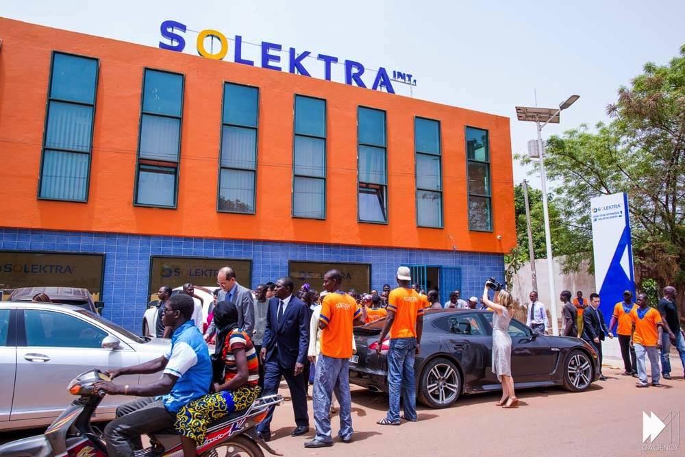 La façade de la Solektra Solar Academy à Bamako le jour de son inauguration en décembre 2015.  ©  DAGENCY/David Monfort, Bassirou Niang