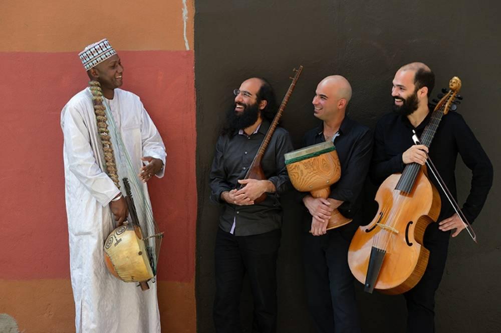 """Ablaye Cissoko et le trio Constantinople posent pour l'album """"Jardins migrateurs"""". ©  Michael Slobodian"""