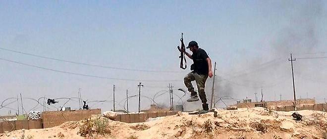 Un djihadiste à la frontière syrienne.