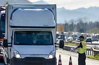 Un contrôle à la frontière entre l'Allemagne et l'Autriche en novembre 2015.  ©GUENTER SCHIFFMANN