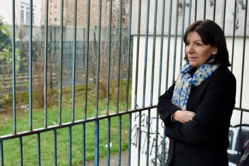 La maire de Paris, Anne Hidalgo, dans l'ancien lycée Jean-Quarré, transformé en centre d'hébergement, le 5 février 2016 à Paris © ALAIN JOCARD AFP