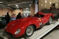 Une Ferrari 335S Spider Scaglietti exposée le 2 février 2016 à Paris
