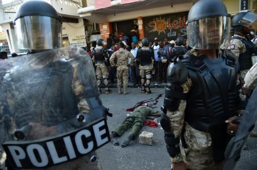 Le corps d'un homme après des affrontements entre forces de l'ordre et manifestants opposés au président Michel Martelly, à Port-au-Prince, le 5 février 2016 © HECTOR RETAMAL AFP/Archives