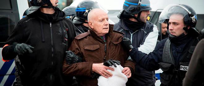 Arrestation du général Piquemal durant une manifestation contre les migrants à Calais.