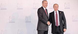 En novembre 2015, Poutine et Erdogan se serraient encore la main au G20 à Antalya. Depuis, la Turquie a abattu un avion de chasse russe et les deux hommes rivalisent d'invectives. ©Pan Chaoyue