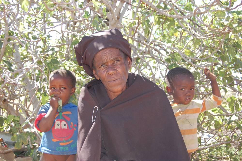 Manthabiseng Moletsane (66 ans) s'occupe de cinq orphelins.   ©  Unicef/Patricia Nakell