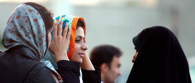 """En Iran, la brigade des moeurs est le """"bras droit idéologique du pouvoir en place"""", explique la sociologue Azadeh Kian."""
