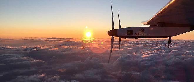 Le Solar Impulse a décollé d'Hawaï, pour un vol d'essai d'une heure et demie.
