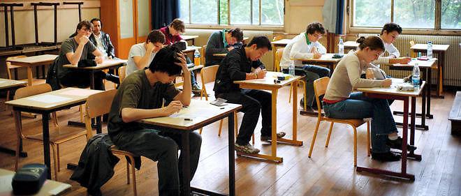 Des lycéens commencent une épreuve du baccalauréat 2010, photo d'illustration.